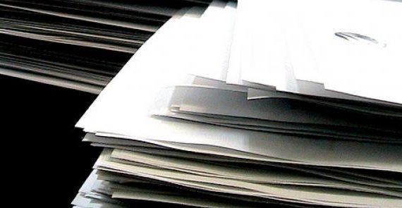 Un contrato de trabajo es un acuerdo de voluntades entre el empresario y el trabajador según el cual este último se compromete a realizar determinados servicios bajo la dirección del primero