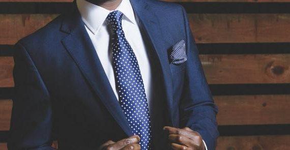 La manera de vestir de la empresa es algo que hay que se debe cuidar. En función del tipo de negocio que sea y del rol que desempeña cada persona