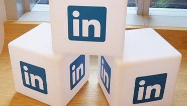 La red social para profesionales más importante ofrece numerosas herramientas que se pueden dividir entre gratuitas y de pago. Repasamos rápidamente cómo sacarle partido a Linkedin para encontrar al trabajador que necesitamos.
