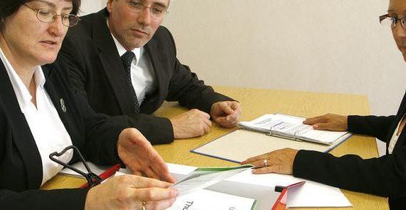 El Assesment Center representa un conjunto de pruebas y técnicas de evaluación que tratan de simular y detectar conductas empresariales mediante la realización ejercicios situacionales cuantificables. Debido a sus costes y al tiempo necesario para aplicar el método (40 horas de media)
