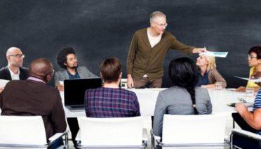 Los sistemas educativos pueden ayudar a promover el espíritu empresarial entre los jóvenes